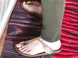 Cumshots German video: GF in her cuming Birkenstock
