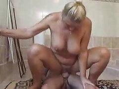 babcia bierze pieprzoną kąpiel