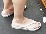 White feet red toes in the hood