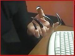 Dlouhé drápy s klávesnicí