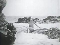 Nudo sulla spiaggia