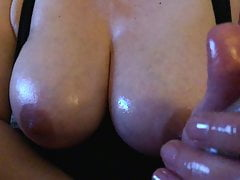 Masturbazione con la mano grassa, tette perfette ... coglione di sfida!