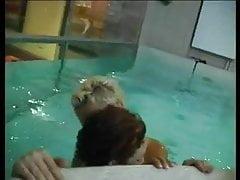Gorąca orgia w basenie