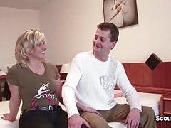Mamma e papà fanno film porno per un soldo