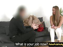 Europejska amatorka na kanapie odlewniczej