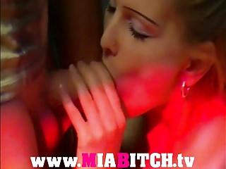 German Amateur Blondes video: Mia Bitch - geile Discoschlampe gefickt
