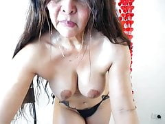 busty mature mom (what is her name)