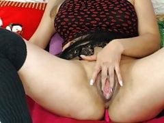 Wielka mokra głośna masturbacja cipki