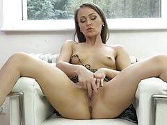 Belle maman avec corps chaud et sexe faim
