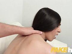 Fake Agent Sexy modello ceco sottile succhia il cazzo grosso sul casting