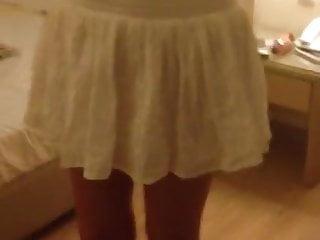 кратка бела сукња и ништа друго