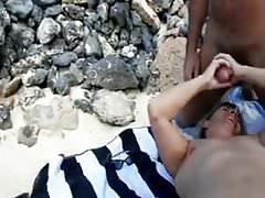trójka na plaży