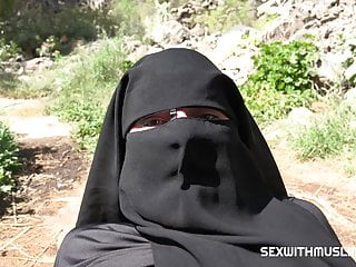 Hardcore Arab porno: Cum on her niqab