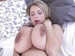 Těhotná Kateřina Hartlova pomalu proužky a masturbuje!