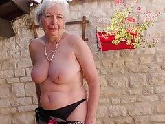Oma aus UK Caroline füttert ihre alte Fotze