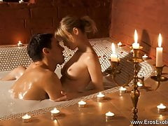Erotyczna blondynka MILF i Indian Lover