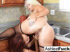 Le lesbiche della cucina si fanno sborrare sul bancone!