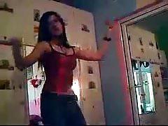 Chica árabe caliente bailando 007
