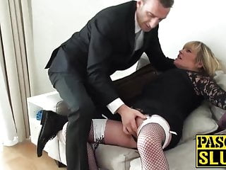 La milf paffuta Alisha succhia e cavalca la puntura rigida sul divano