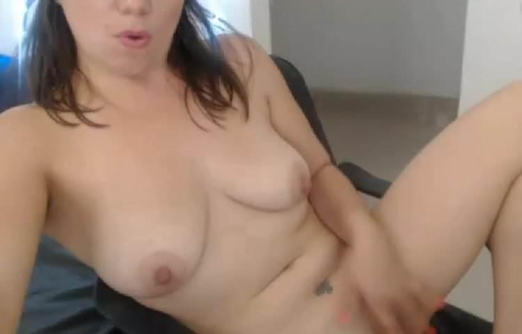 Ebony Milf Amateur Masturbates