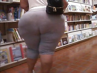 Puerto Rican Mom with Mega Butt (candid)