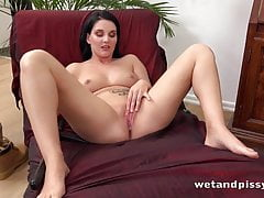 Curvy brunette pissing and masturbation session