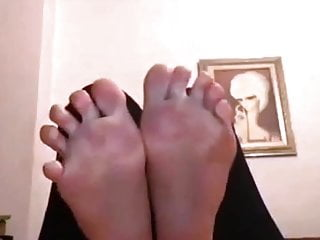Noulita moves her sexy (size 37) feet, part 17