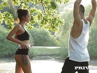 Kris The Foxx Cachonda Luego de Correr con Calzas Cortas