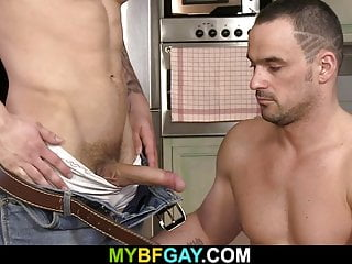 سکس گی GF می یابد دوستان عضلانی خود را همجنسگرا است! عضله مقعد فیلم کلوخه HD چند ضربه