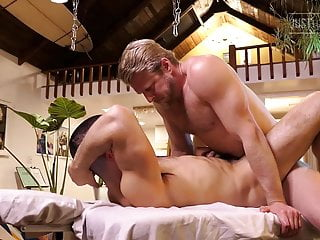 Logan Stevens and Diego Daniels massage and flip fuck
