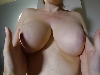 Anfassen große brüste Brüste anfassen