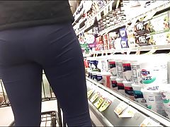 Nice vpl in leggings showing nice tight ass