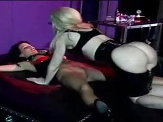 Bondage whore gets her snatch pumped