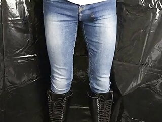 Pissing skinny jeans and 30hole boots