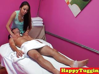 Asian masseuse pussyfucked before jerking...