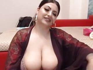Big plays tits...