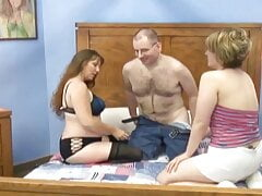 amateur threesome - homemade milf sex