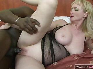 Blonde Oma und Ihre erster Schwarzer Monster Schwanz