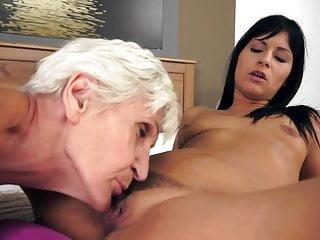 Moms sucking pussy...