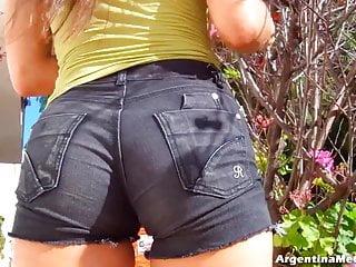 Big hot short jeans cameltoe ass n tits...