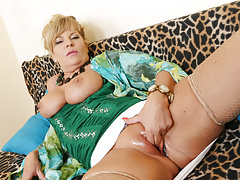 euro gilf ellis shine rubs her shaven pussyfree full porn