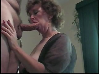 Cougar wife knees blowjob...