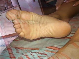 Anna moves her sexy (size 37) feet, part 4
