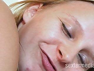 Nichte Jenny lutscht Opas Schwanz