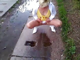 Babsi piss in public...