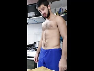 Amateur – your straight roomate is a showoff – shirtless guy