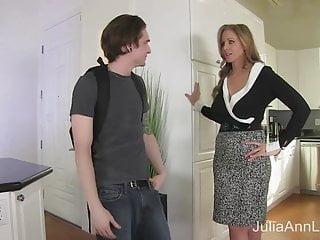 La matrigna Julia Ann scopa Stepson nel culo