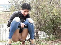Szexi tini nem vette észre hogy a pisilését videóra veszik