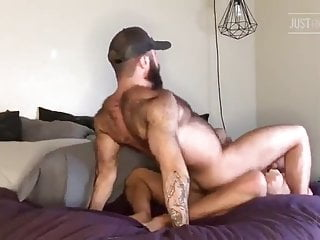TWO SUPERBE BEARDED MUSCLE FUCK