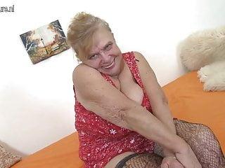 NONNA Nonnina molto anziana con tette molto grandi